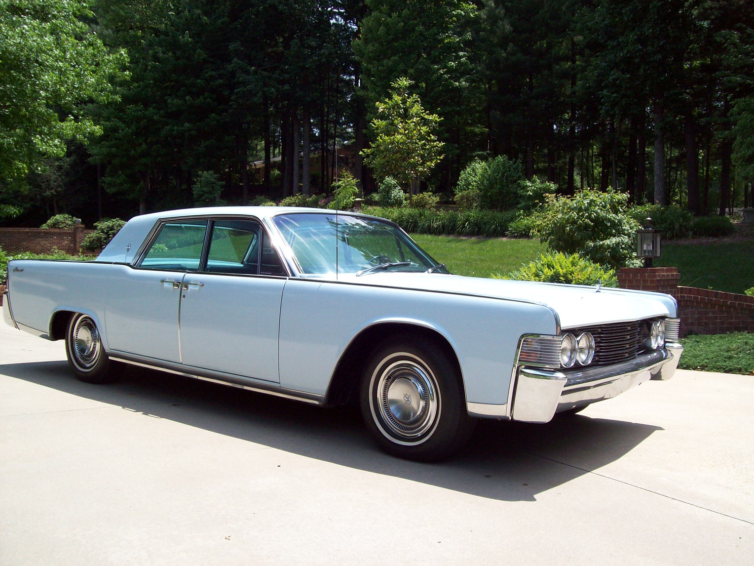 Classic and antique cars collection: ANTIQUE LINCOLN CAR